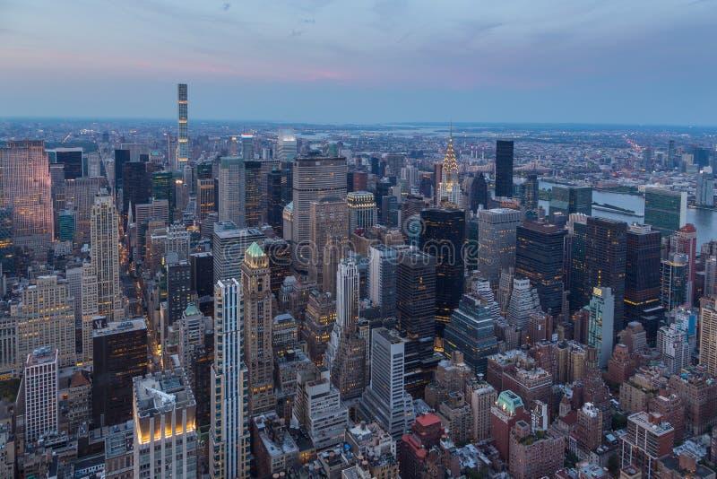 曼哈顿鸟瞰图在晚上,纽约 免版税图库摄影