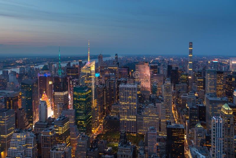 曼哈顿鸟瞰图在晚上,纽约 库存照片