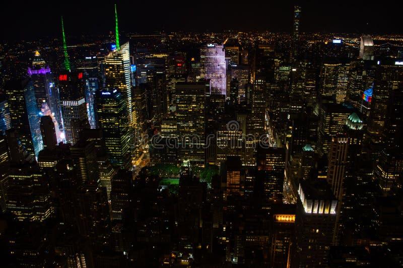 曼哈顿,从帝国大厦看的中间地区在晚上 库存图片
