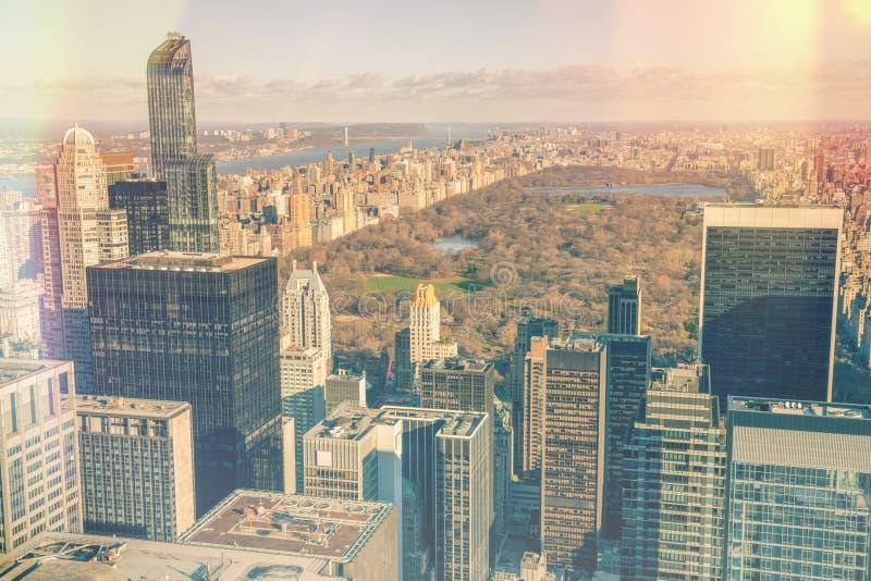 曼哈顿-中央公园和办公室摩天大楼鸟瞰图, 免版税库存照片