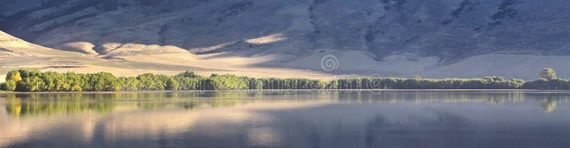 曼图亚水库风景视图 曼图亚是东部边缘的博克斯埃尔德县一小镇,历史上叫作博克斯埃瓦尔 免版税库存照片