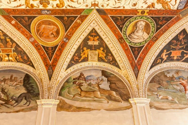 曼图亚,意大利- 2019年1月4日:在贡扎加城堡的墙壁上的壁画,寻找场面 免版税库存照片