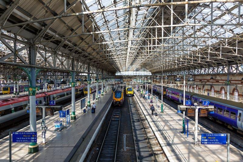 曼彻斯特卡迪里驻地训练路轨铁路英国 库存图片