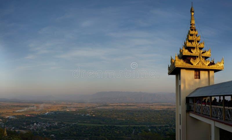 曼德勒在日落的小山视图 库存照片