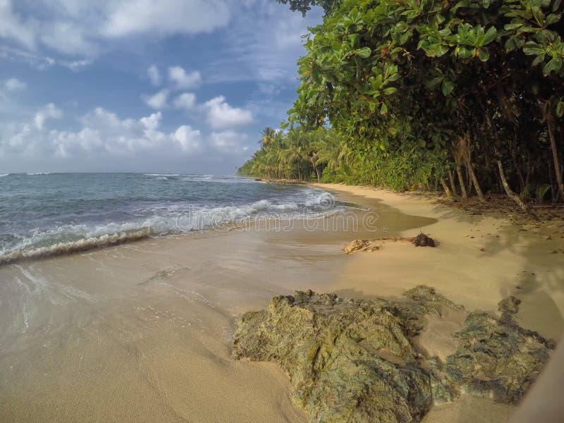 曼萨尼约角海滩桑迪海岸在利蒙,哥斯达黎加 库存照片