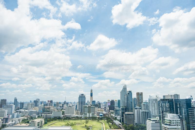 曼谷区泰国Cityscpae有蓝天和云彩的 库存照片
