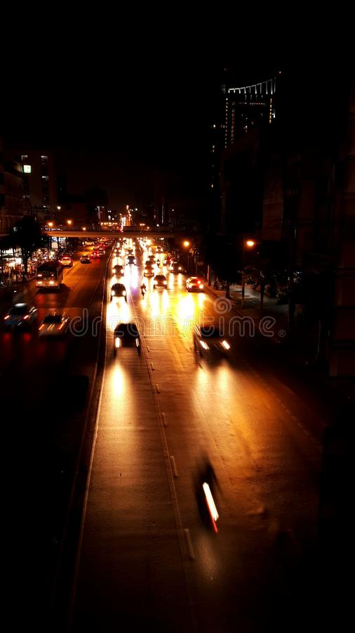 曼谷夜生活淡色交通自由泰国 库存图片