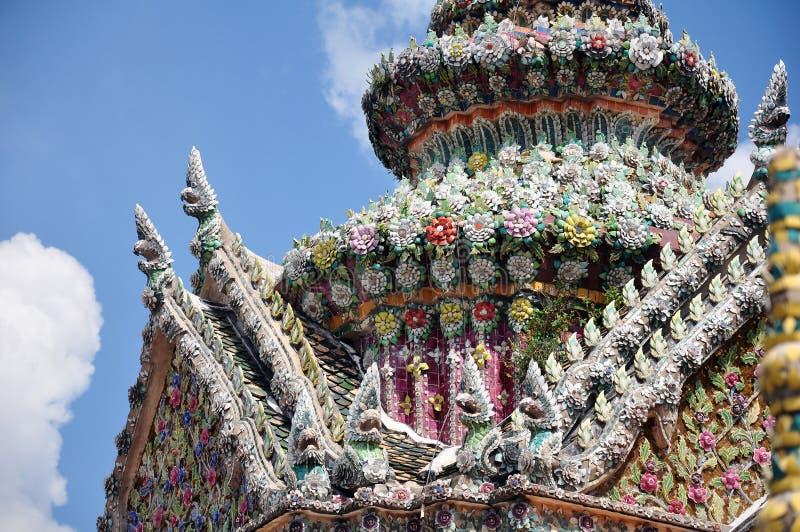 曼谷大皇宫chedi屋顶,曼谷马赛克tilework细节  库存照片