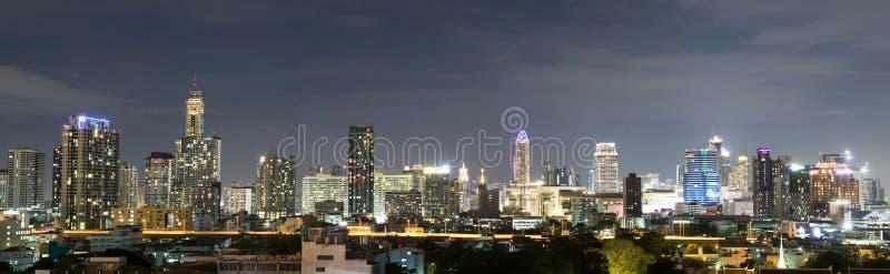 曼谷市中心在晚上,泰国地平线  免版税库存照片