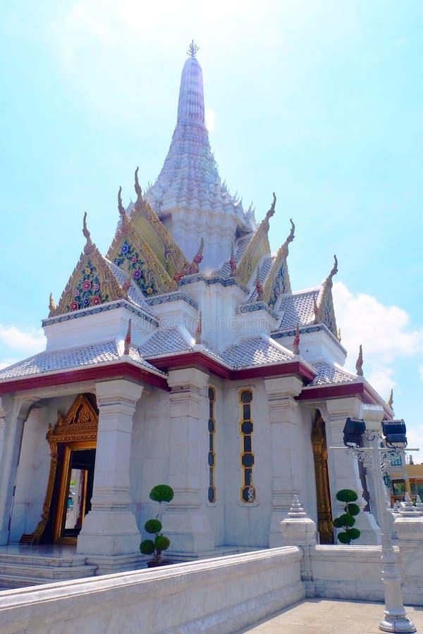曼谷市柱子寺庙在曼谷,泰国 库存照片