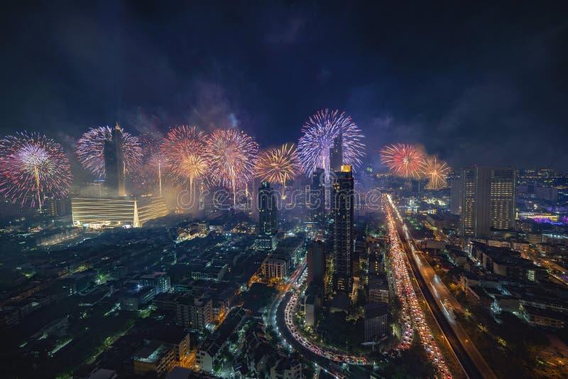 曼谷新年快乐2019烟花 库存图片