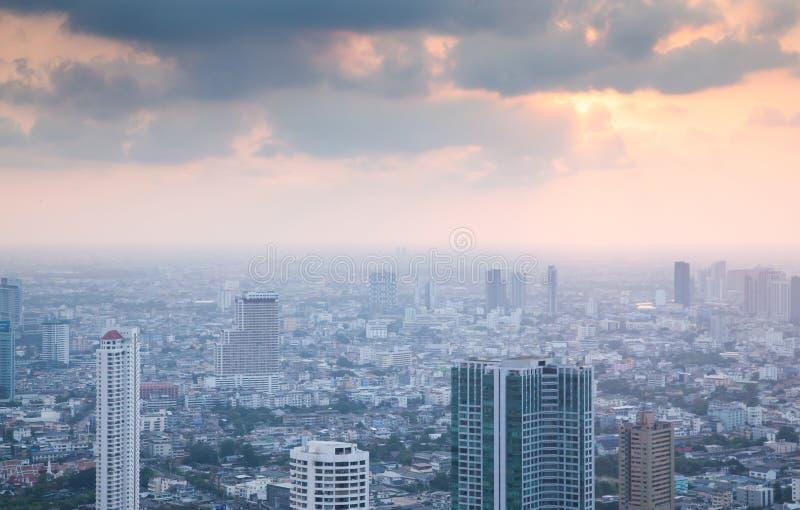 曼谷有Power MahaNakhon国王大厦的泰国市摩天大楼鸟瞰图  免版税库存图片