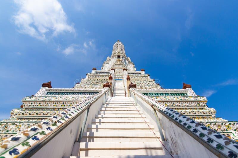 曼谷泰国普朗郑王寺-美妙地建造的塔的形状和构成成了比例高81 85米 图库摄影