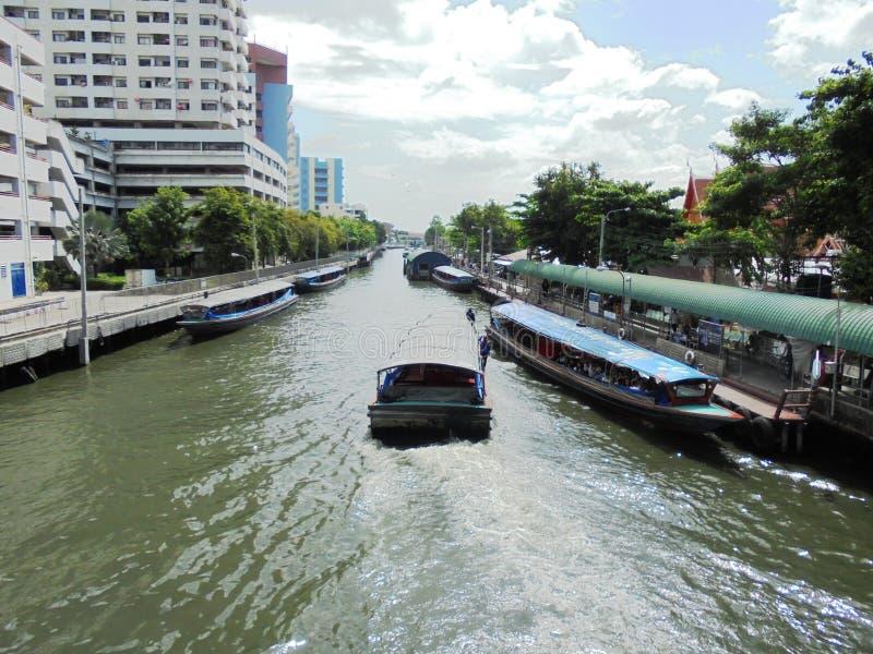 曼谷泰国:7月的一天 在的水路运输条件 免版税库存照片