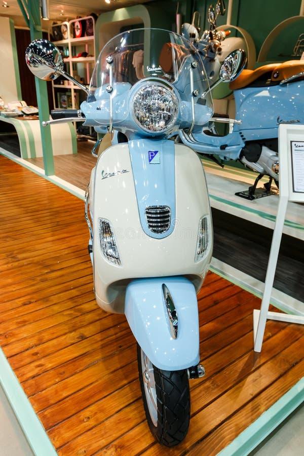 曼谷泰国- 2014年8月23日:大黄蜂类比雅久在大马达销售, Bitec Bangna,曼谷泰国的展示摩托车 免版税库存照片