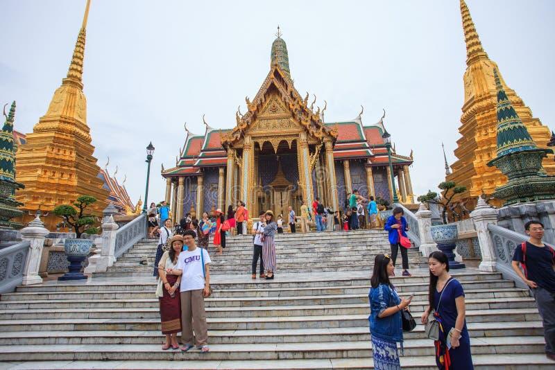 曼谷泰国10月3游人在盛大宫殿拍摄照片 免版税库存图片