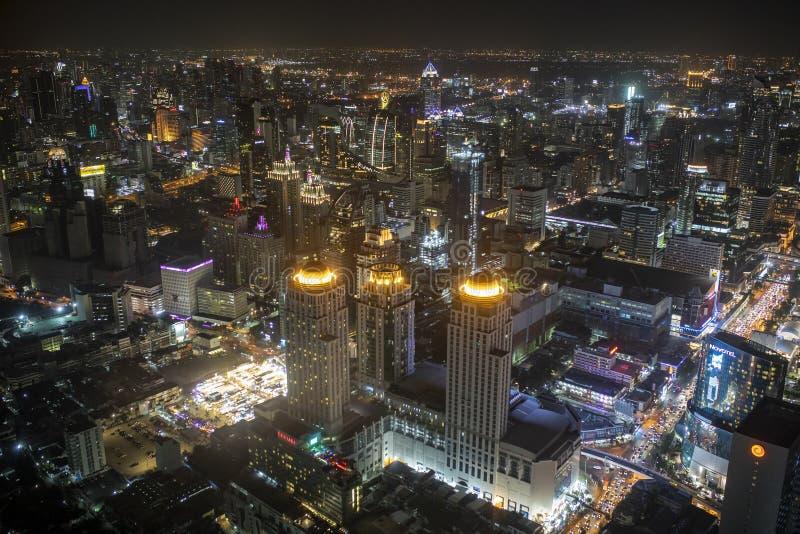 曼谷泰国- august21,22018:都市地平线大角度看法在曼谷视图的心脏从高前baiyoke塔的 免版税库存图片