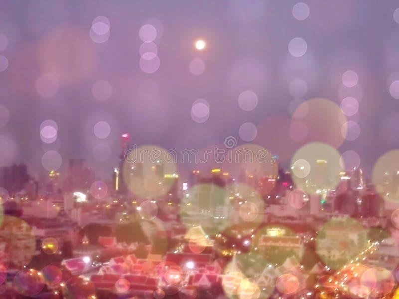 曼谷泰国bokeh背景和墙纸,被弄脏的闪烁葡萄酒光夜城市摘要  库存照片