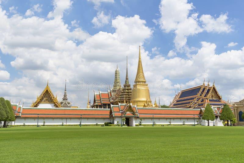 曼谷玉佛寺,鲜绿色菩萨的寺庙,曼谷,泰国 免版税库存照片