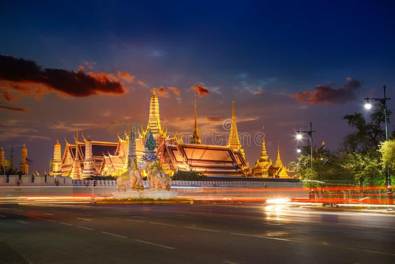 曼谷玉佛寺-鲜绿色菩萨寺庙在曼谷 免版税图库摄影