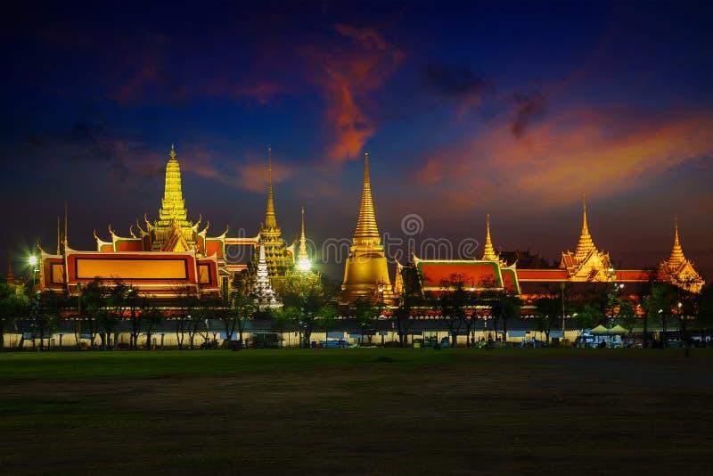 曼谷玉佛寺-鲜绿色菩萨寺庙在曼谷 免版税库存照片