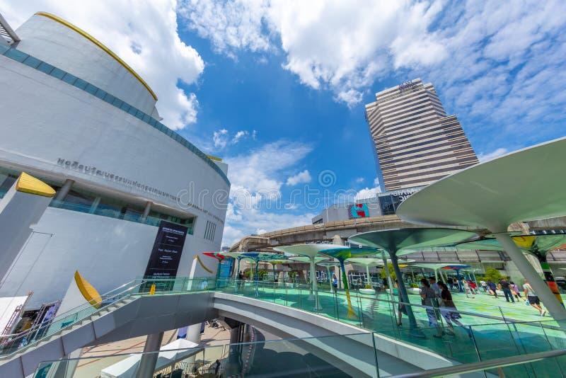 曼谷艺术和文化中心是旅行地方和公众城市艺术家显示艺术的画廊大厅在泰国发现附近 库存照片