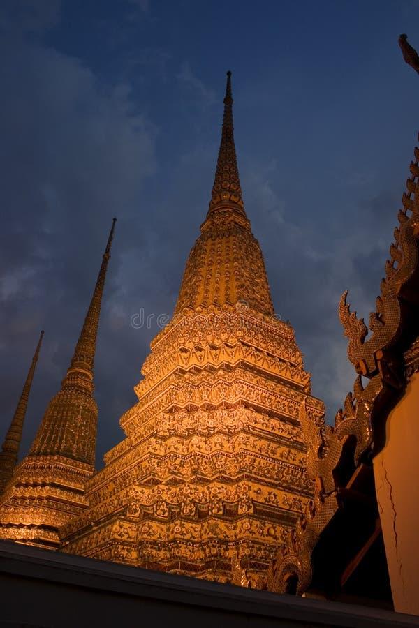 曼谷金黄stupas 免版税图库摄影