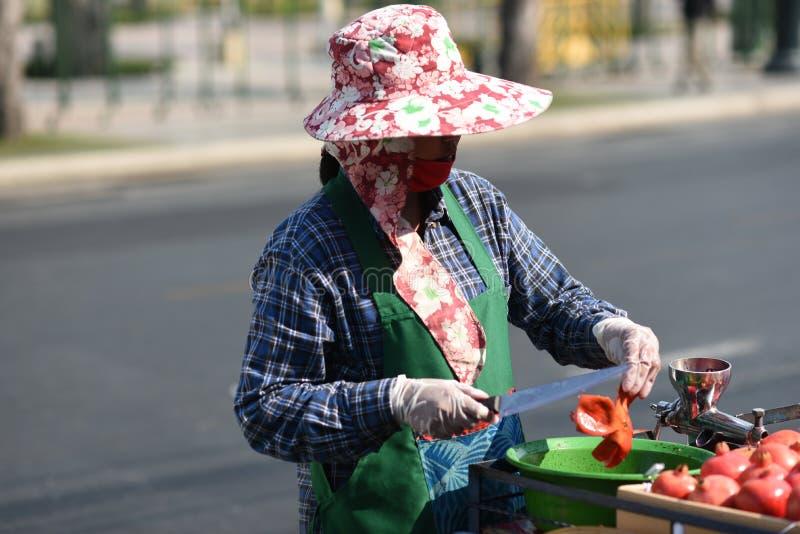 曼谷,泰国,4日行军2016年:街道食品厂家在曼谷,泰国 库存照片