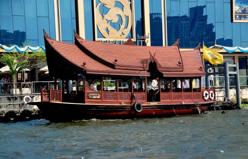 曼谷,泰国: Chao Praya河小船 库存照片