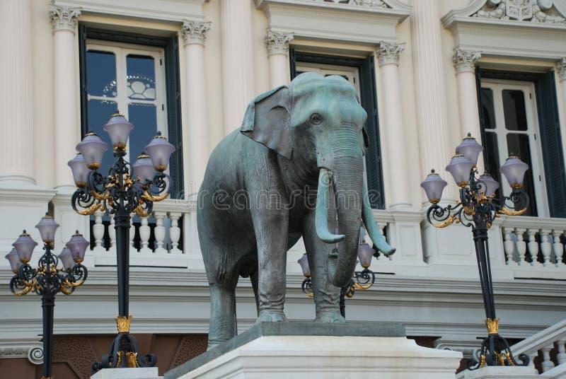 曼谷,泰国- 12 25 2012年:大大象雕塑在佛教寺庙的 图库摄影