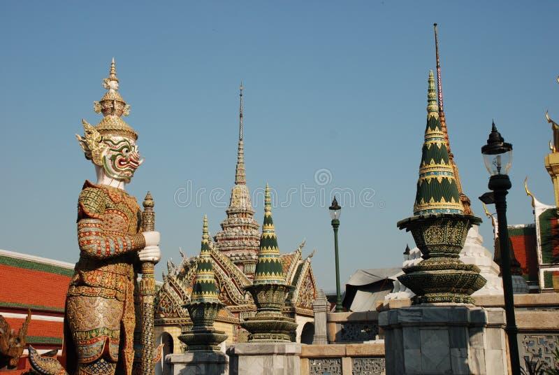 曼谷,泰国- 12 25 2012年:美丽的多彩多姿的雕塑和纪念碑在佛教寺庙 库存照片