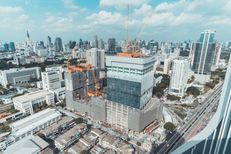 曼谷,泰国- 2018年9月6日:办公楼、购物中心或者社区购物中心项目工地工作  库存图片