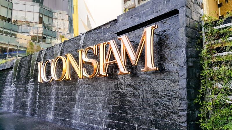 曼谷,泰国- 2019年5月6日:在购物中心前面的Iconsiam商标,在晁的银行的混杂用途发展 免版税库存照片