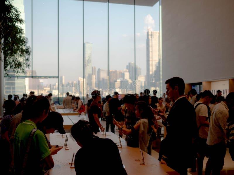 曼谷,泰国- 2018年11月12日:在iconsiam的苹果计算机商店新的自由雇用企业在曼谷,泰国 免版税库存照片