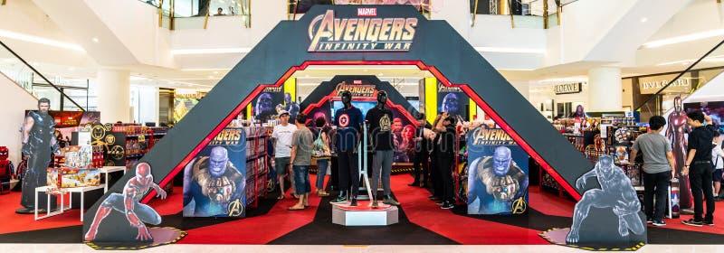 曼谷,泰国- 2018年4月26日:复仇者无限战争电影宣传活动和玩具销售陈列摊在商城举行了 图库摄影