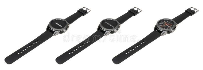 曼谷,泰国- 2018年9月30日:新的smartwatch三星星系手表42mm显示3 watchface屏幕 库存图片