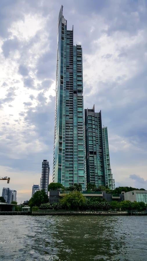 曼谷,泰国- 2019年5月4日:河的外视图由Raimon土地的,258 m 高摩天大楼在曼谷,泰国 ? 库存图片