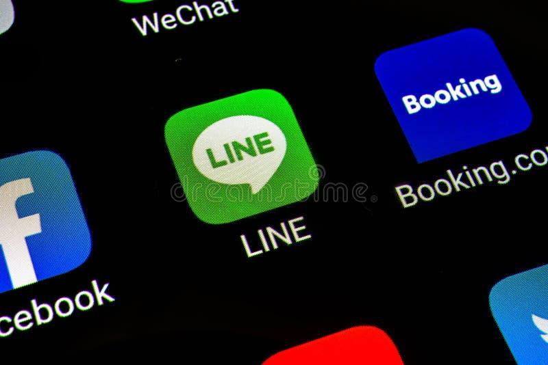 曼谷,泰国- 2019年6月15日:线在智能手机屏幕上的应用象宏观照片  线自由的电话和消息应用程序 图库摄影
