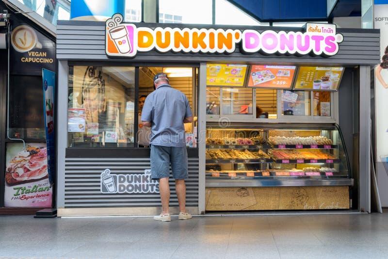 曼谷,泰国2017年3月1日:Dunkin `油炸圈饼商店外部关于 免版税库存图片