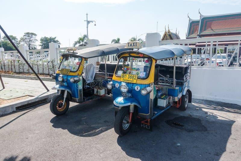 曼谷,泰国- 2017年12月22日:Tuk Tuk传统出租汽车汽车舰队在曼谷 免版税库存照片