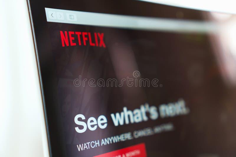 曼谷,泰国- 2017年5月30日:关闭在膝上型计算机屏幕上的Netflix app象 Netflix是国际主导的订阅 免版税库存图片