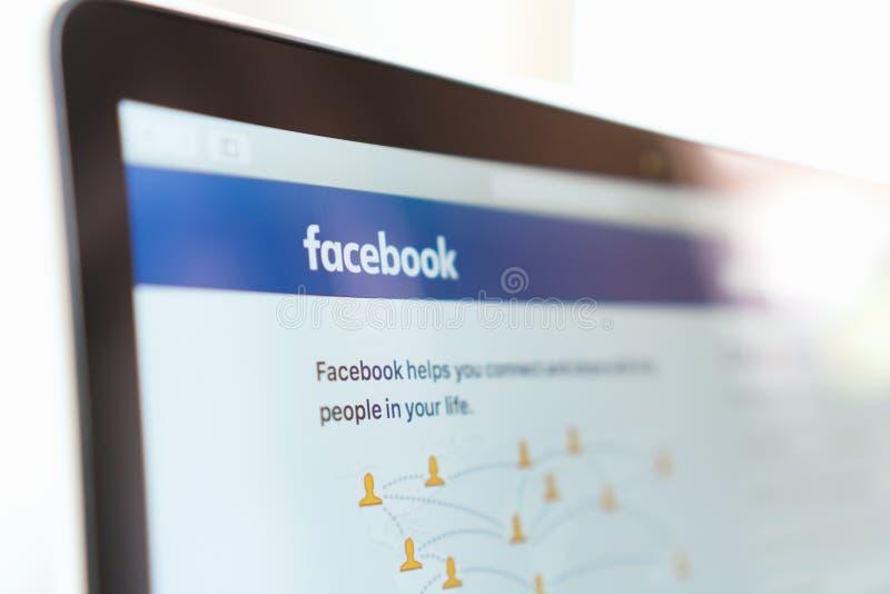 曼谷,泰国- 2017年5月30日:关闭在苹果计算机Macbook的Facebook象 最大和最普遍的社会网络站点 库存图片