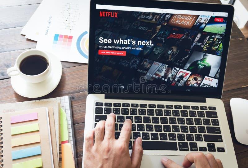 曼谷,泰国- 2017年3月05日:在膝上型计算机屏幕上的Netflix app Netflix是一项国际主导的订阅服务 免版税库存照片