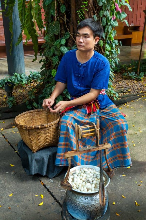 曼谷,泰国- 2014年12月30日:未认出的人displa 库存照片