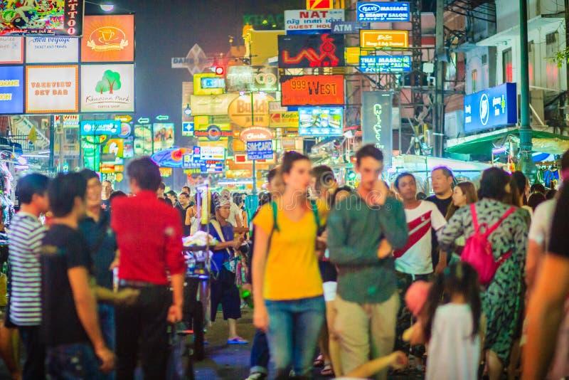 曼谷,泰国- 2017年3月2日:游人和背包徒步旅行者力 库存图片