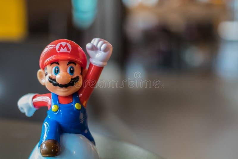曼谷,泰国- 2016年11月26日:从麦克唐纳的马力欧塑料玩具 库存图片