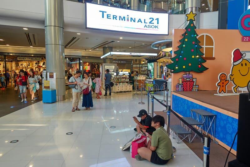 曼谷,泰国- 12月24 :终端21商城 终端21被连接到Asoke BTS驻地 库存图片