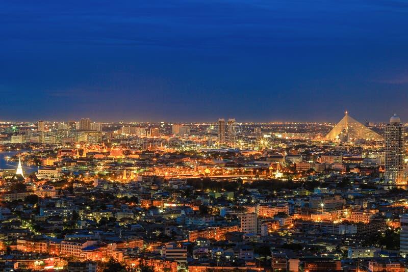 曼谷,泰国Nightscape -有在天空的闪电的 免版税库存照片