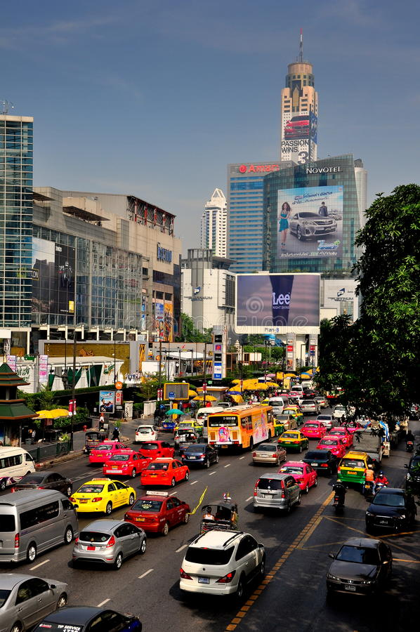 曼谷, TH : 在Ratchaprasong路的业务量 免版税库存照片