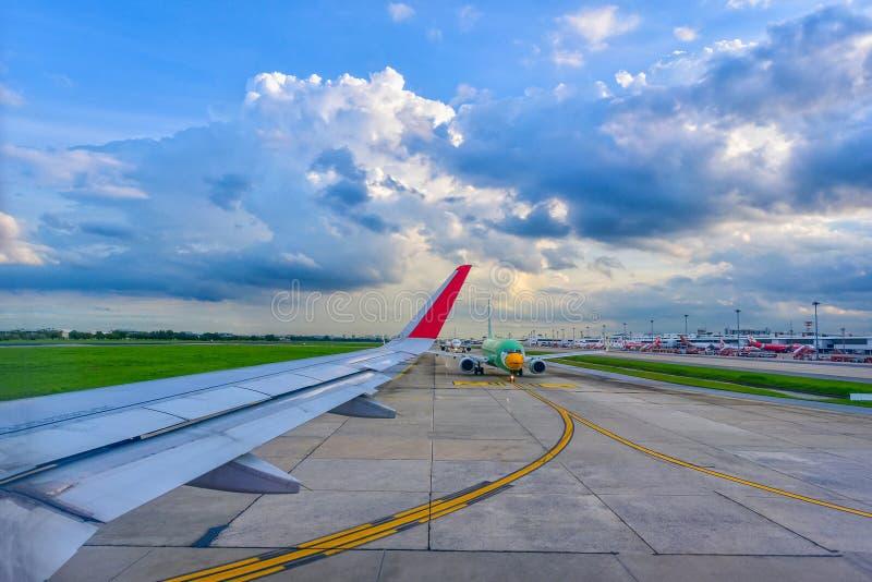 曼谷, THAILAND-JULY 05日2018年:亚洲航空准备f的空中客车A320 库存图片